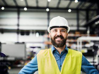a-portrait-of-an-industrial-man-engineer-in-a-E2Q4FAK_800x532
